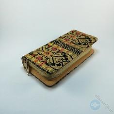 محفظة مطرزة نسائية - لون ذهبي