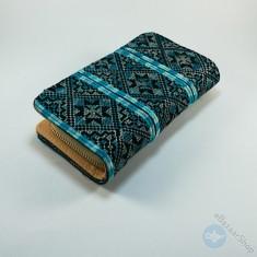 محفظة مطرزة نسائية - لون فيروزي